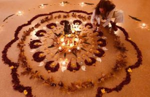 Toni Pahr creating a natural mandala
